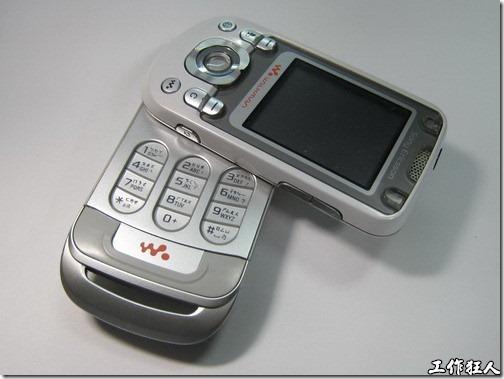 拆解 Sony Ericsson W550i 手機-旋轉手機的秘密