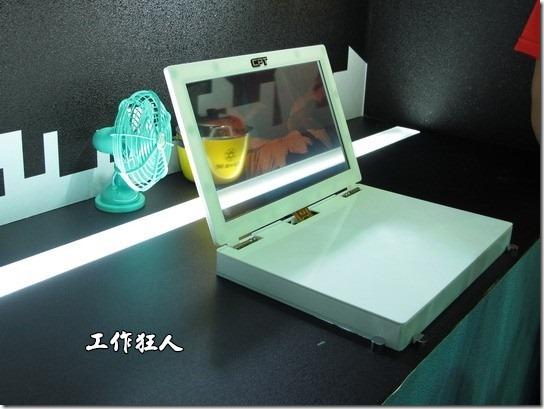 這是華映的穿透液晶螢幕,其面板的尺寸也最小。