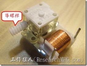機械式計時器。計數器裡頭有一個線圈轉動一支導螺桿。