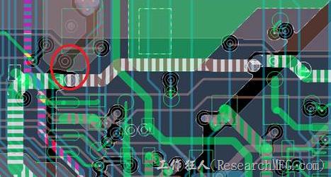 慢慢確認CAF發生的位置後,可以配合Gerber查看PCB的結構是否有通孔太近或是線路太近的問題。
