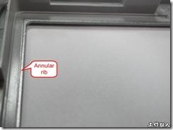 顯示器於機殼上設計限位的環形突起肋條 (Annuar rib)