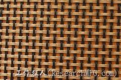 圖片只是示意圖,並不是真正的玻纖布,基本上由經緯兩股材料交錯編織而成,經緯的交錯間如果有空隙,就容易藏水分,所以一般會以透氣性來檢查其密合度。