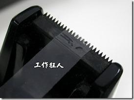 這個鋸齒設計就非常的銳利,使用時真的有機會刺傷手指。這個設計是給一般的透明膠帶用的,所以比較鋸齒銳利