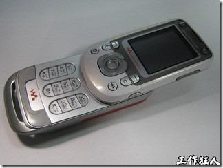 拆解 Sony Ericsson W550i 手機-巧妙的天線設計、振動馬達