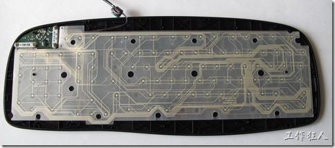 現在的電腦鍵盤拆開被蓋後就只看到一片約5mmx3mm的電路板及兩片取代原本電路板的PTF。
