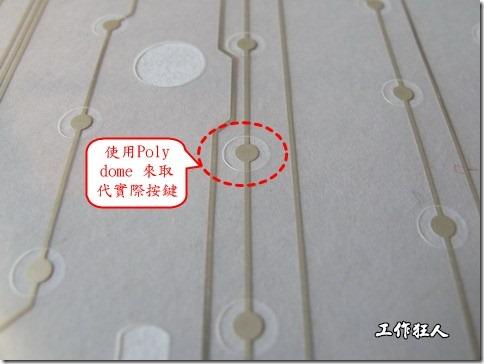 仔細看下面的第一張圖片,在圓形的節點旁邊有個圓形的開口,這個開口墊高了鍵盤按鍵的接觸點線路。